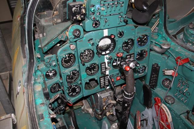 MIG-21-UM-5